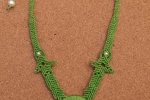 Collana con madreperla in macramé