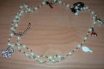 Collana con perle e charms