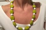 Collana con perle verdi e bianche