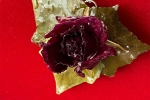 Collana con rosa essiccata e stratificata con resina