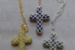 Collana Croce realizzata in Swarovski e perline