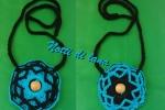 Collana doubleface con decorazioni in legno