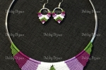 Collana e orecchini macramè nei toni del viola