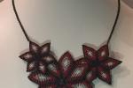 Collana floreale in macramè