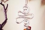 Collana in alluminio martellato con doppio pendente