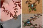 Collana in macramé con pietra simil smeraldo