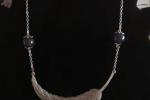 Collana in resina epossidica, con piuma color argento ✨♥️.