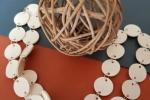 Collana Lunga cartoncino Bianco con anellini colore Argento