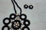 Collana+orecchini cotone nero e perle grigie