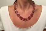 Collana perle rosse con venature dorate