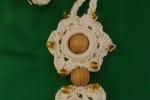 Collana uncinetto con decorazioni in legno e perline