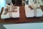 Confezione di saponi con salvietta bianca
