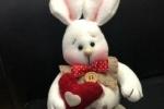 Coniglietti innamorati in cotone, pile e pannolenci