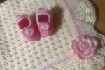 Copertina per baby completa di scarpette in lana