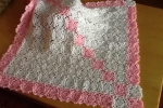 Copertina rosa e panna all'uncinetto