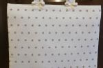 Copriforno bianco con cuoricini color tortora. Disponibili 2 pezzi.