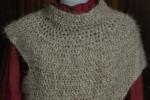Coprispalle asimmetrico in lana pelosetta