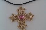 Croce realizzata a mano con centrale in swarovski e perline