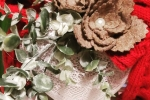Cuore luminoso con rose e foglie