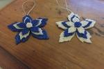 Decorazioni stella natalizia nei colori del blu e bianco