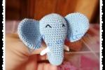 Elefante sonaglio realizzato con tecnica amigurumi