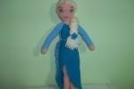Elsa di Frozen lavorata con l'uncinetto