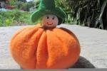 Pupazzo pannolenci arancio con cappellino verde fermaporta