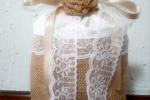 Fermaporta sacchetto in tela yuta e lino bianco con rose
