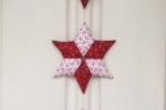 Fuori porta natalizio a stella interamente cucito a mano