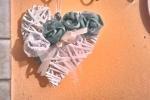Fuoriporta a forma di cuore in legno intrecciato