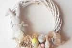 Ghirlanda di Pasqua con coniglietto in beige