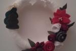 Ghirlanda natalizia con base di polistirolo, lana, feltro