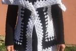 Giacca-poncho all'uncinetto in lana, fatta a mano