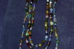 Girocollo a 3 fili con perle di vetro colorato