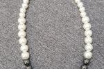 Girocollo con perle bianche ed ematite