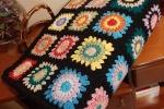 Granny square bag realizzata in cotone con cuciture e bordo in cordino