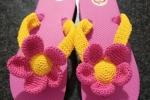 Infradito con fiore rosa a crochet
