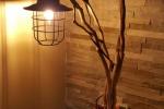 Lampada in legno in stile industrial