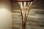 Lampada in legno con paralume in tessuto bordeaux