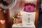Lampade da tavolo decorate con bouquet di fiori artificiali