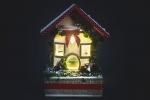 Lanterna natalizia con decorazioni di pasta sintetica