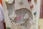 Libro scultura trasformato con tagli e pieghe