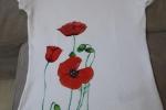 Maglietta donna dipinta a mano con fiori rossi