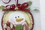 Medaglione in pannolenci da appendere con immagine pupazzo di neve