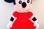 Minnie realizzata all'uncinetto con tecnica amigurumi