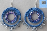Orecchini a cerchio blu con cristalli
