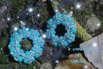 Orecchini a cerchio realizzati a mano con perline e cristalli