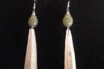 Orecchini a forma di cristalli bianchi e verdi ♥️✨.