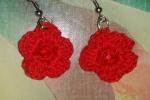 Orecchini fiorellini rossi all'uncinetto