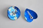 Orecchini bottone madreperla blu-cina con strass